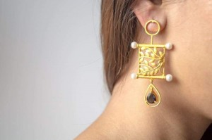 Golden Concha Earrings with Black